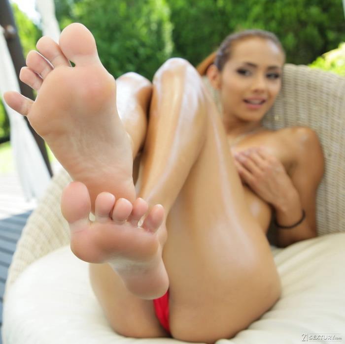 Veronica Leal - Make Me Squirt On My Feet (2021 FootsieBabes.com 21Sextury.com) [HD   720p  840.33 Mb]