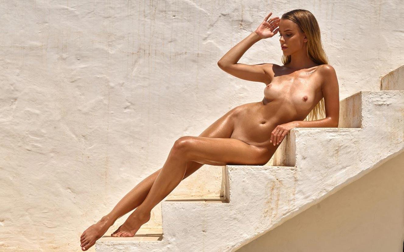 Тэйлор Брюманн - Девушка месяца Playboy Германия в мае 2021 / фото 04
