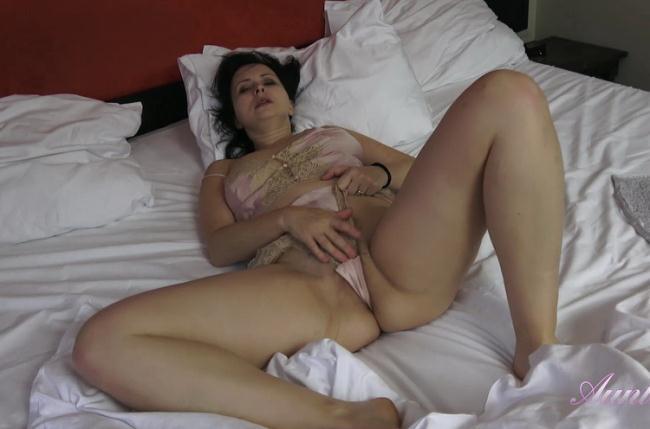 Wanilianna - Wakes Up, Masturbates In Lingerie (2021 AuntJudys.com) [FullHD   1080p  975.26 Mb]