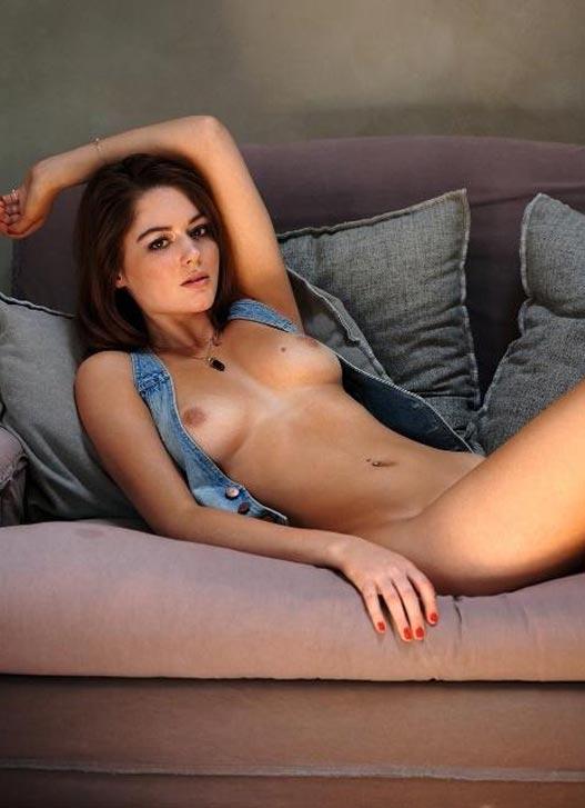 Zoelle - Девушка месяца Playboy Германия Июнь 2021 / фото 08