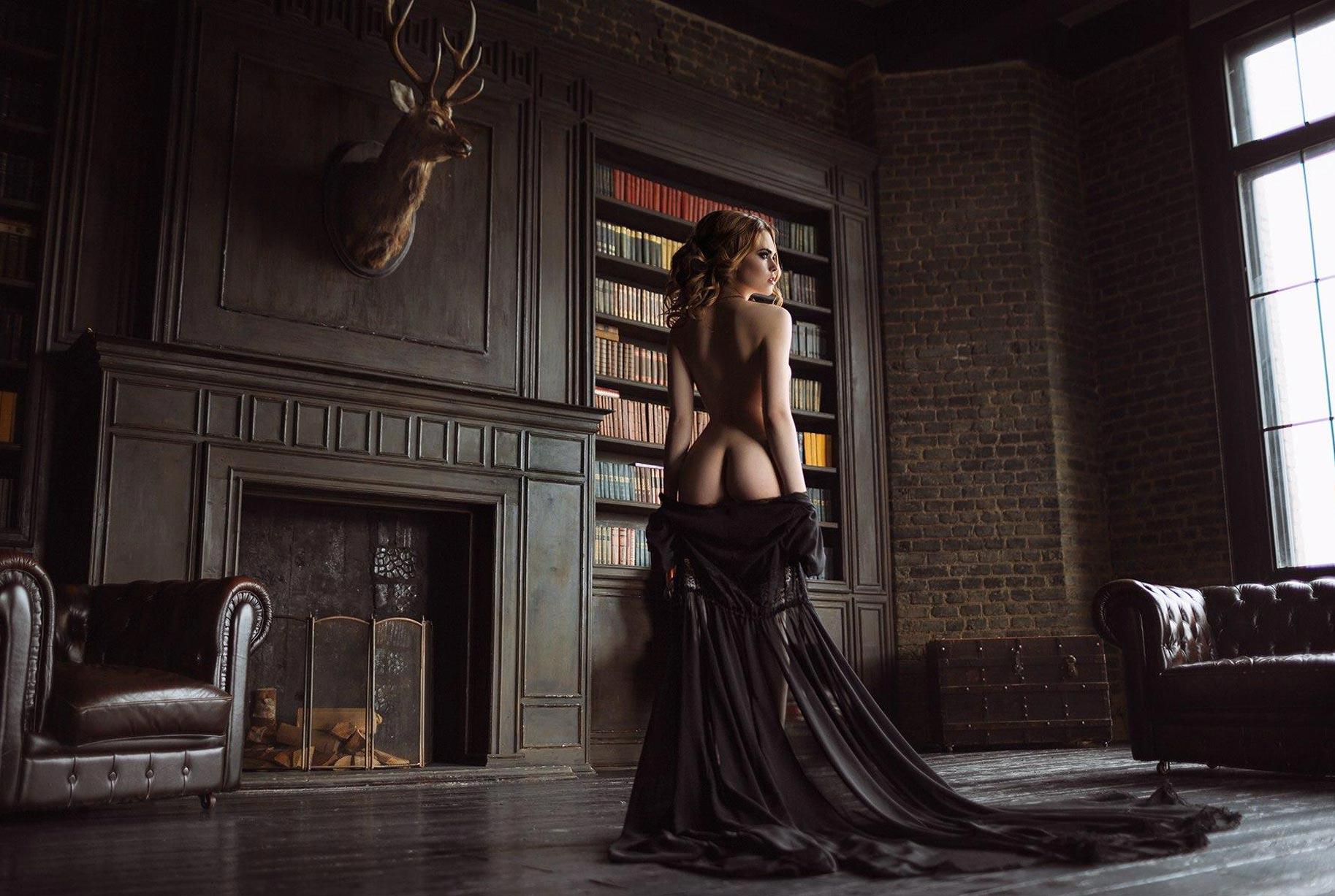 голая модель в винтажных интерьерах / сексуальная Эллина Мюллер / фото 21