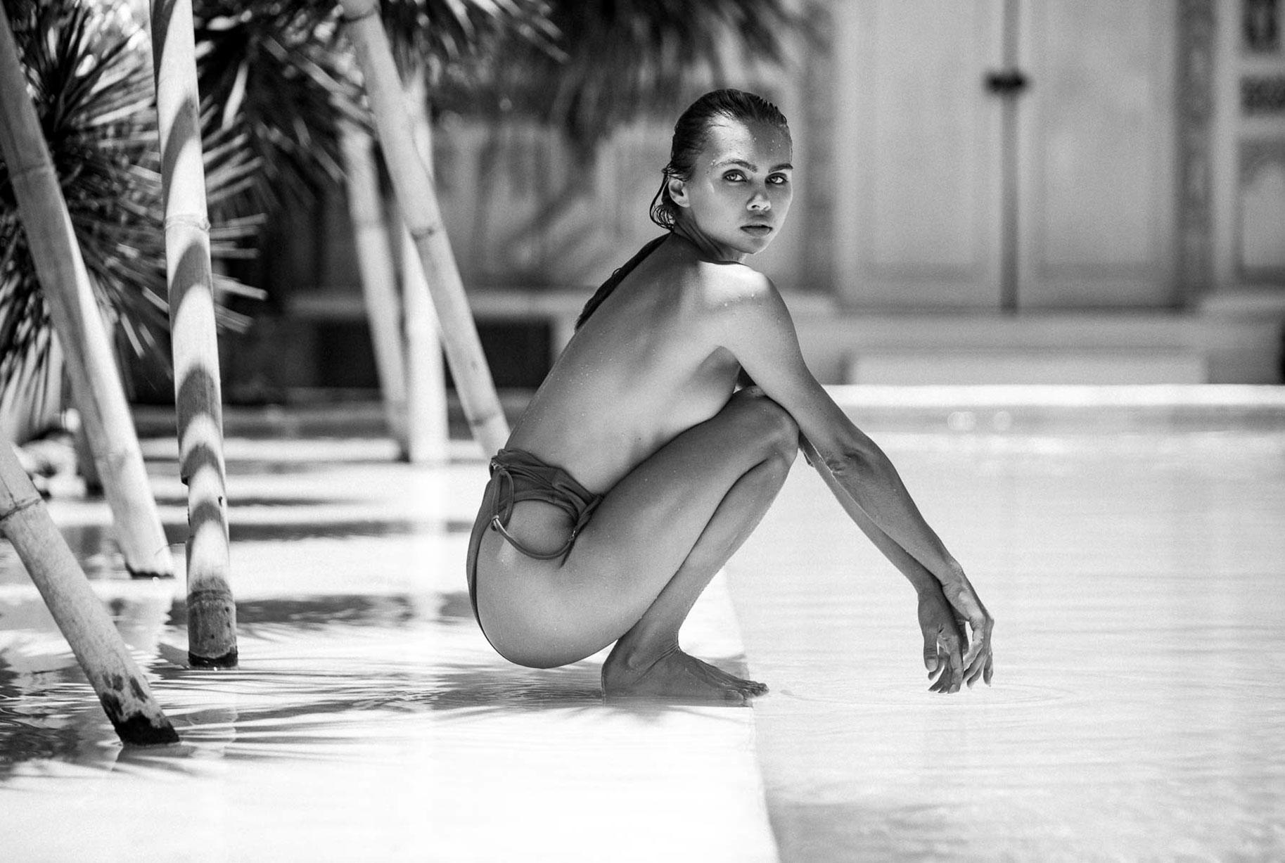 Алиса Дерен у бассейна на Бали / фото 01