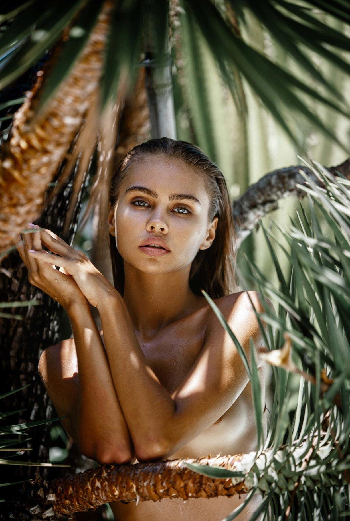 Алиса Дерен у бассейна на Бали / фото 06
