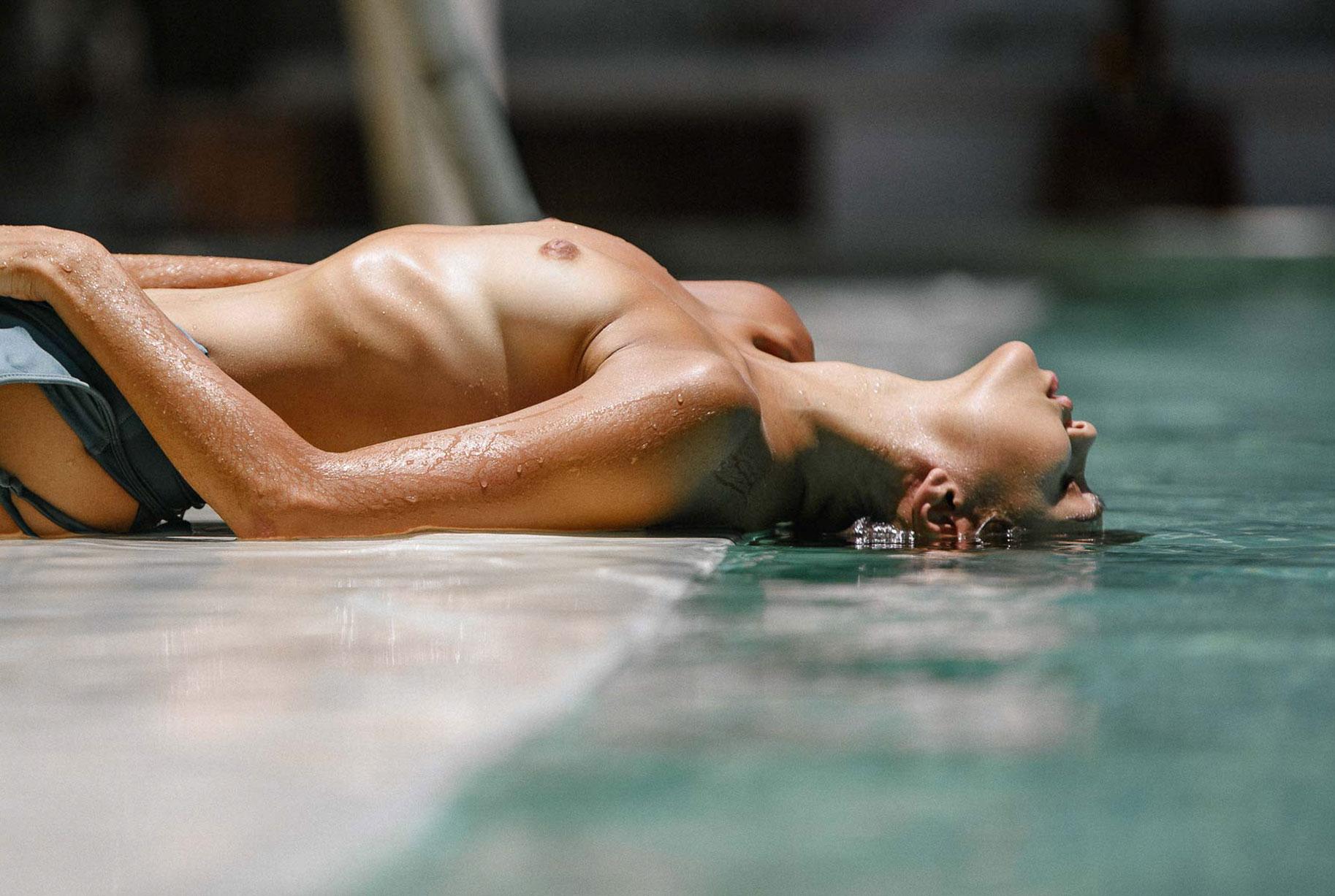 Алиса Дерен у бассейна на Бали / фото 19