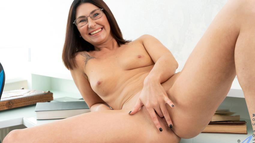 Anilos.com / Nubiles-Porn.com: Eva Black - At The Office [FullHD 1080p] (775 MB) - June 2, 2021