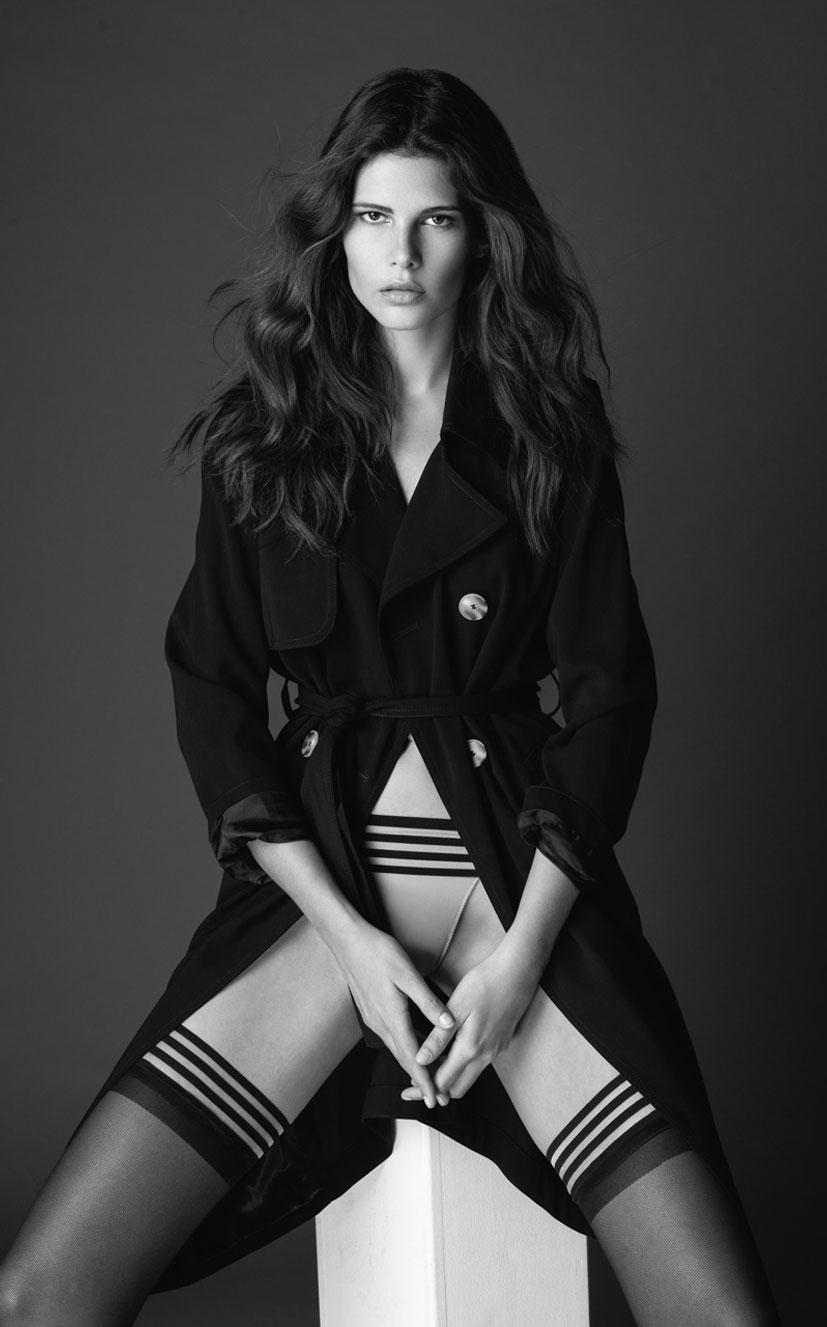 Моника Сима в черном нижнем белье / фото 08