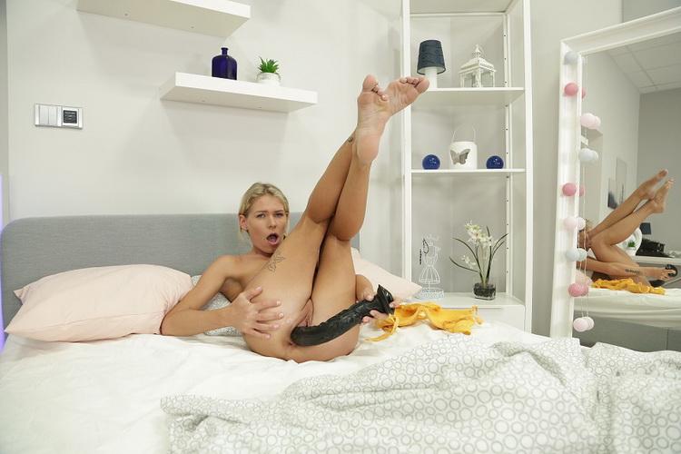 VReXtasy: Claudia Mac - Pleasure in Bed [UltraHD/4K 3000p] (2.51 GB)
