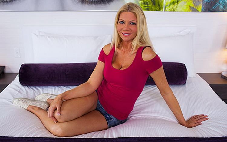 MomPov: Avie - Hot busty blonde babe type [HD 720p 2.56 GB]
