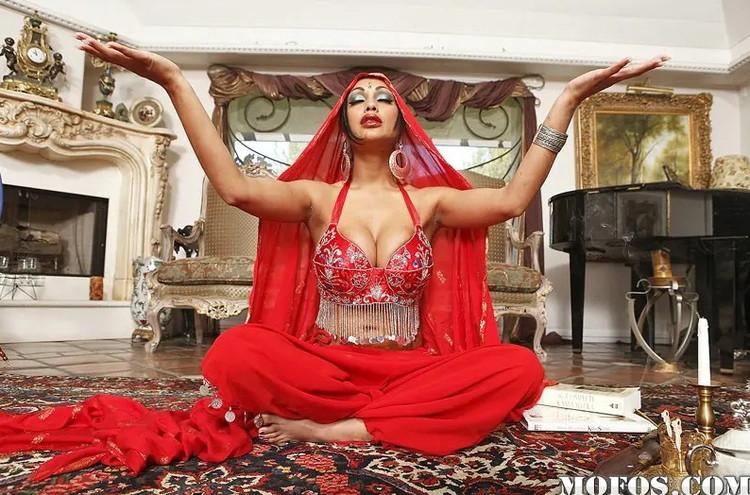 Priya Rai - I come From Kama Sutra Country [MofosWorldWide/Mofos / HD 720p]