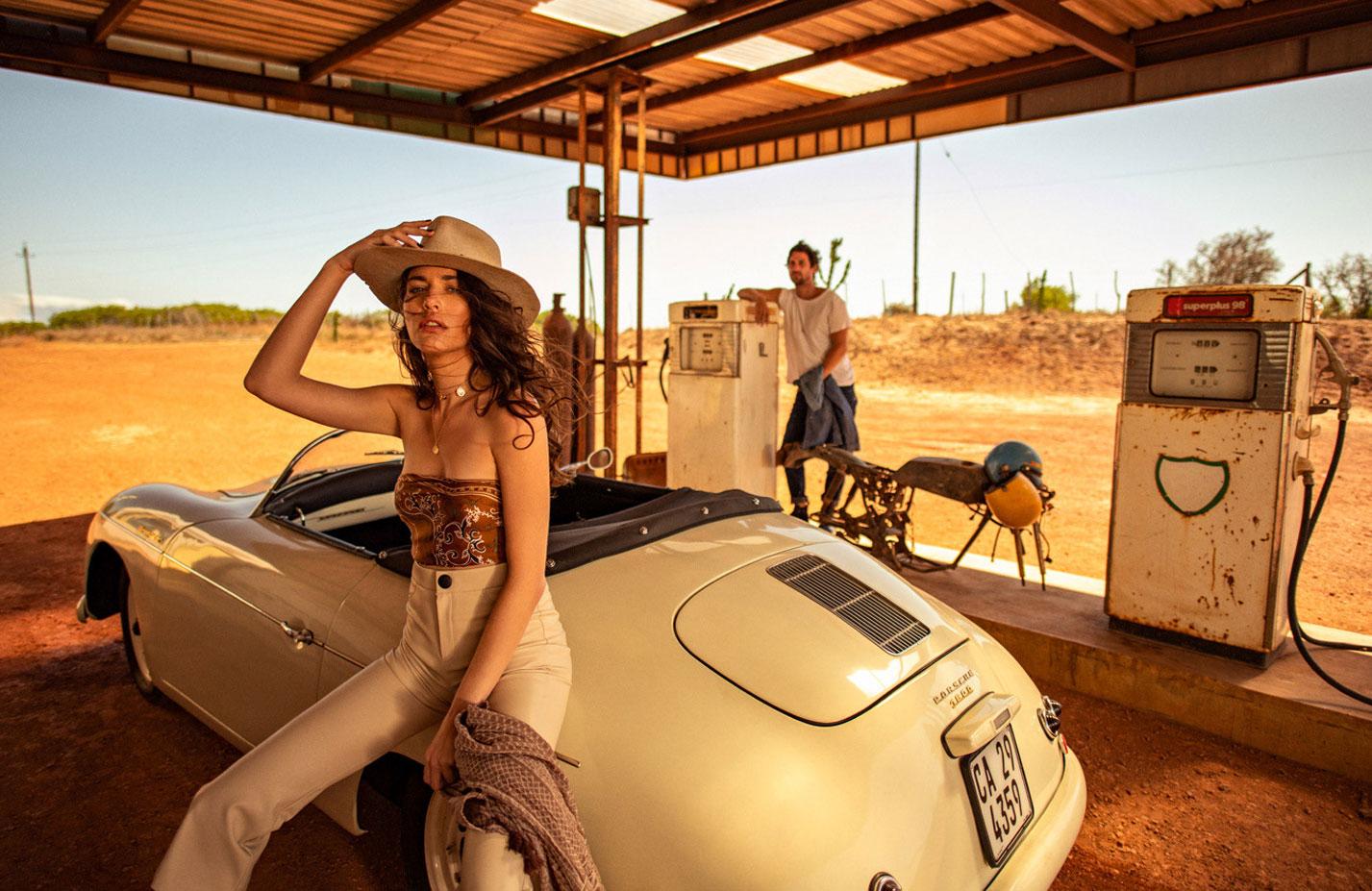 Кристина Милева со спутником на автозаправке в южно-африканском захолустье / фото 05