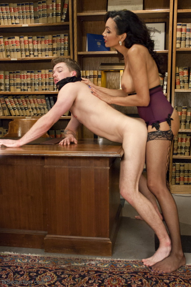 TSSeduction: Yasmin Lee and Lucas Knight - Devastatingly Gorgeous Secretary Punishes Sexist Boss Pig! [HD 720p] (Transsexuals)