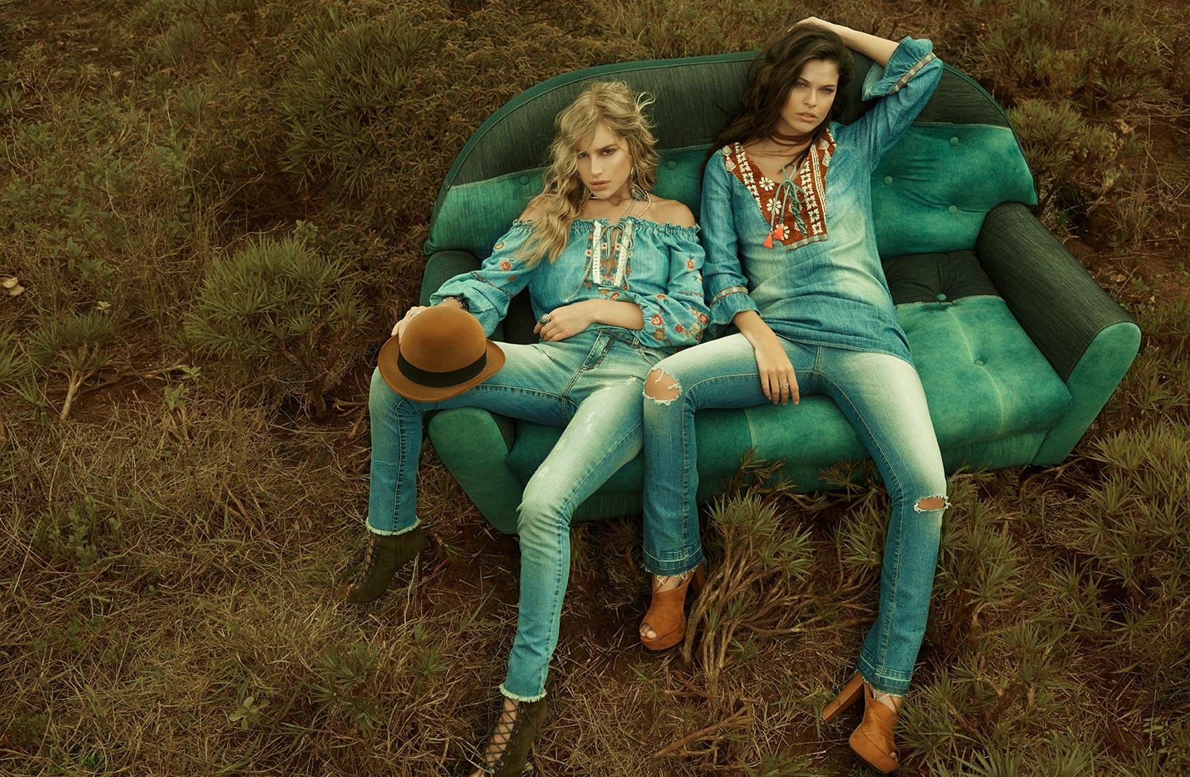 Две фотомодели в рекламной кампании одежды Claudia Rabelo Jeans / фото 01