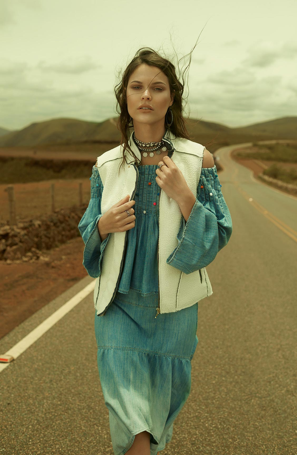 Две фотомодели в рекламной кампании одежды Claudia Rabelo Jeans / фото 04