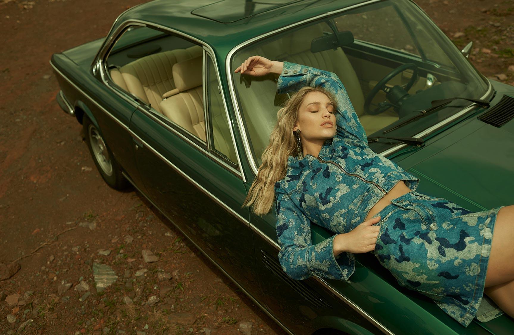 Две фотомодели в рекламной кампании одежды Claudia Rabelo Jeans / фото 05