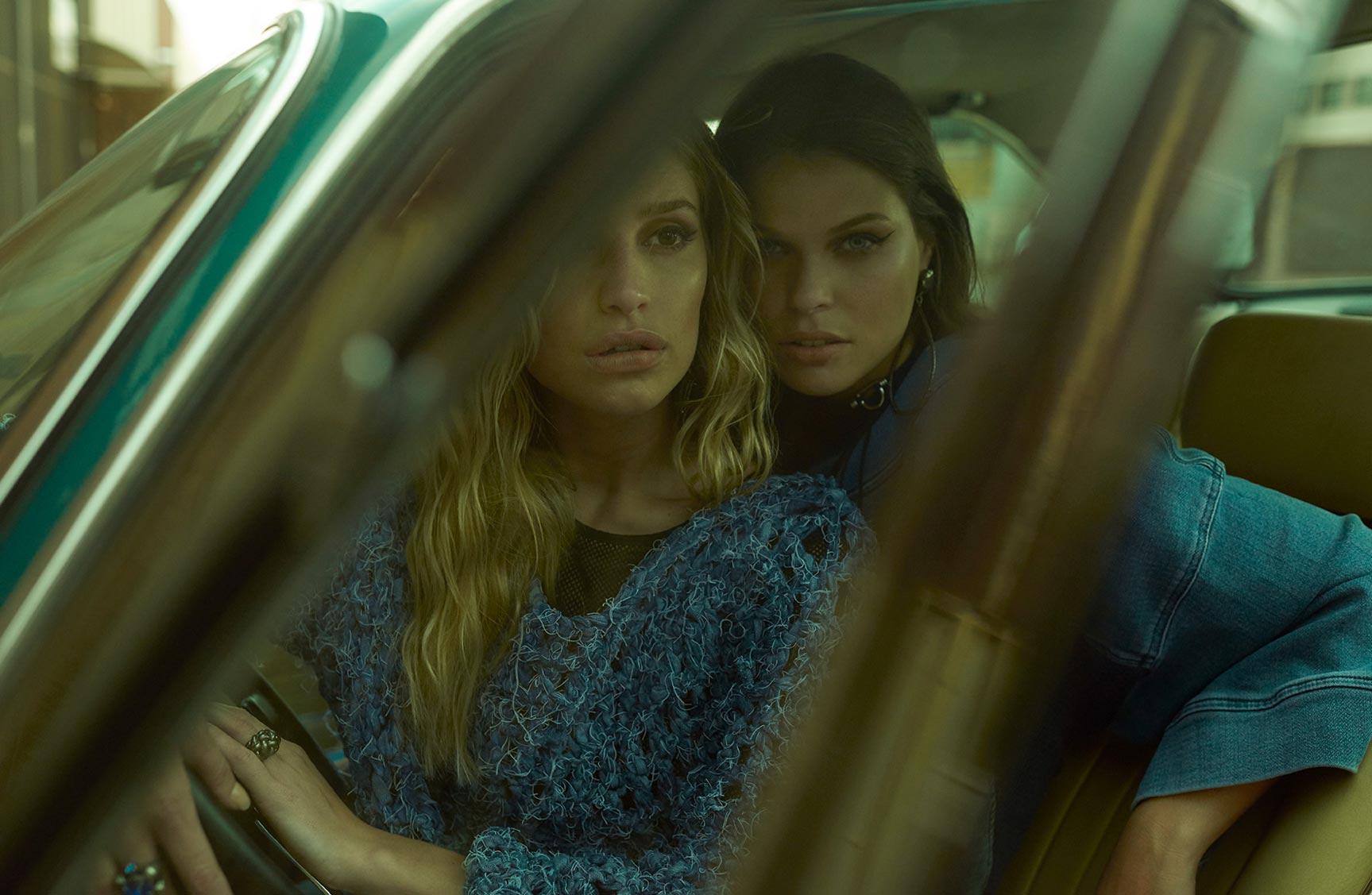 Две фотомодели в рекламной кампании одежды Claudia Rabelo Jeans / фото 11
