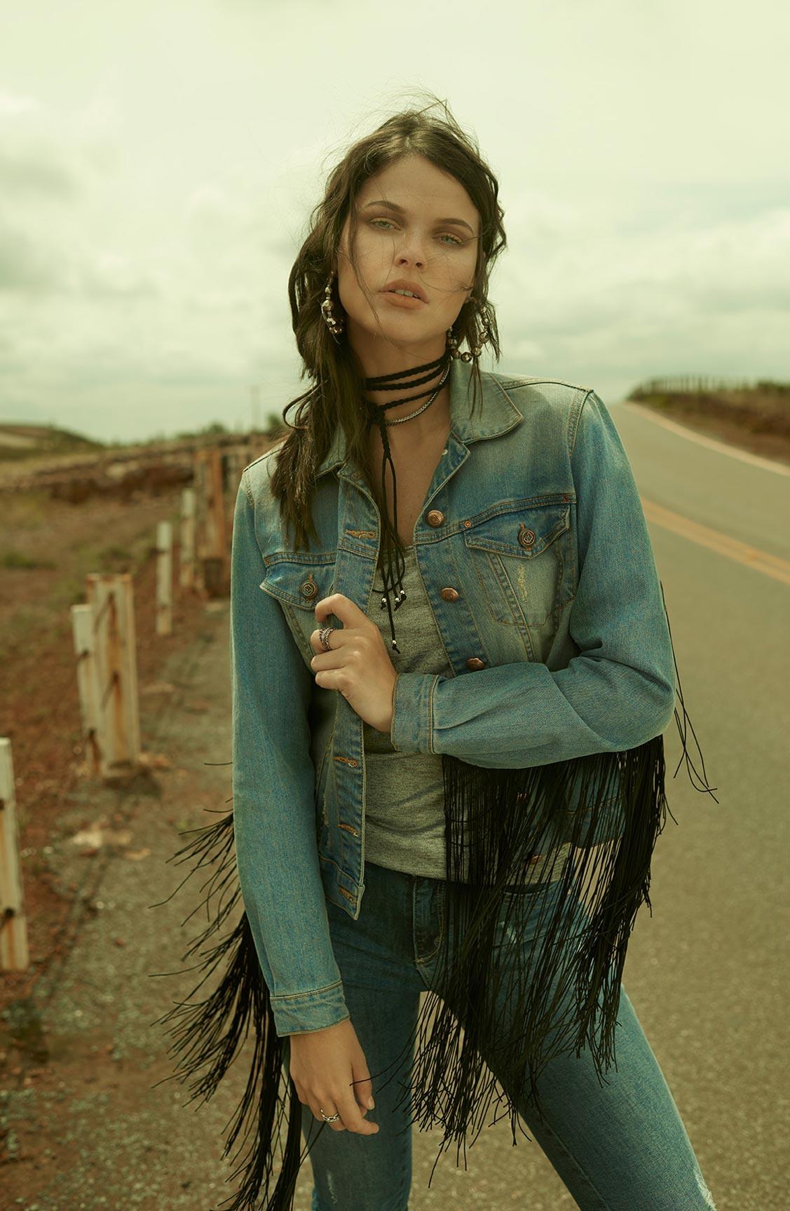 Две фотомодели в рекламной кампании одежды Claudia Rabelo Jeans / фото 12