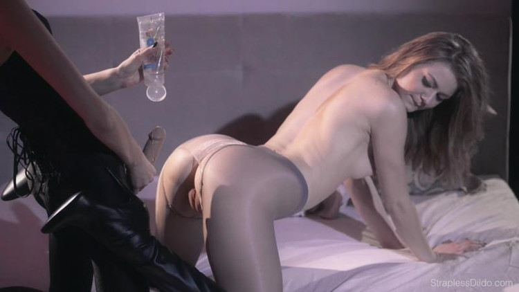 StraplessDildo: Mia, Maria Pie - Hold Her Perfectly Still To Get Even Deeper [FullHD 1080p] (2.03 GB)