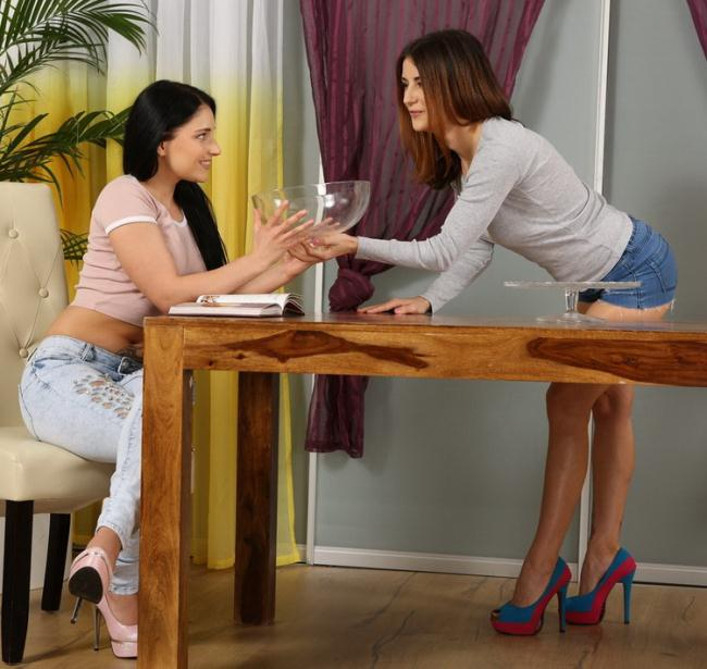 VIPissy: Camilla, Lucia Starring: Camilla Moon