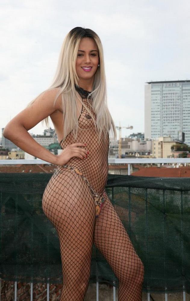 TransBella: Carolina Doll - Tranny gets lucky in a threesome [FullHD 1080p] (1.41 GB)