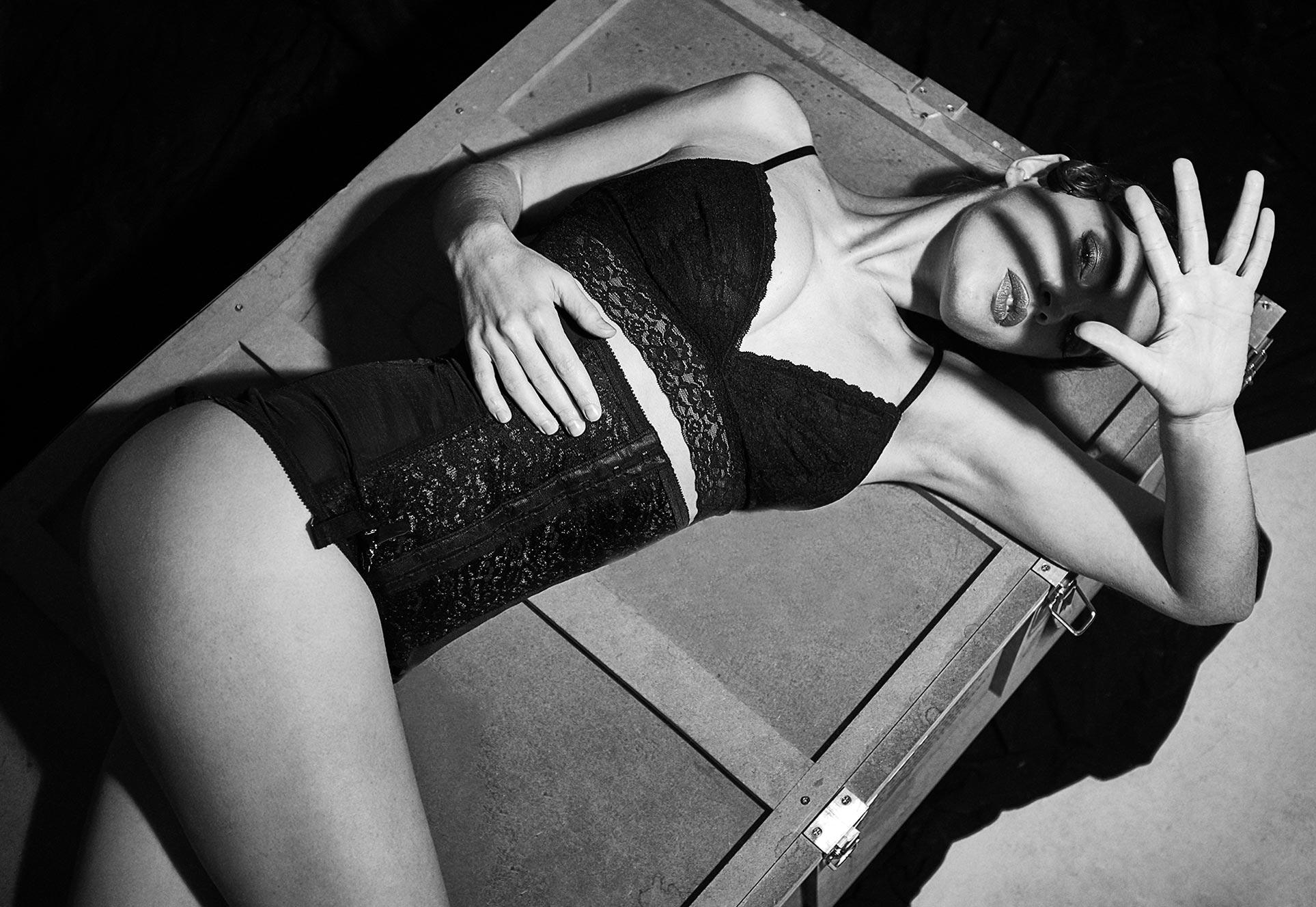 Лидия Саводерова в фотоистории о вселенной Сальвадора Дали / фото 03