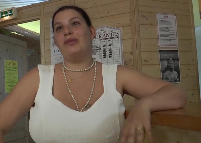 Amateur - Grosse cochonne se tape tous les clients du club libertin pres de Bourges ! (2021 JacquieEtMichelTV.net Indecentes-Voisines.com) [FullHD   1080p  2.83 Gb]